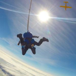 Saut en parachute pour les personnes à mobilité réduite