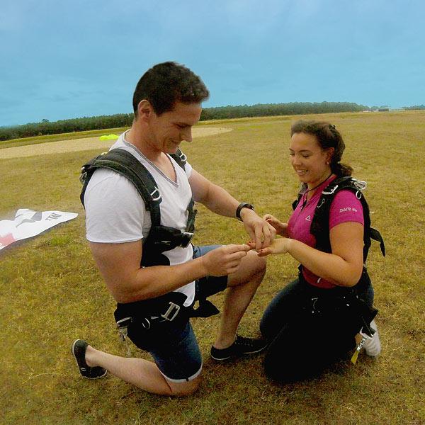 Saut en parachute pour un mariage