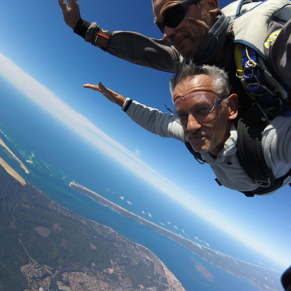 Saut en parachute sur la plage d'Acachon